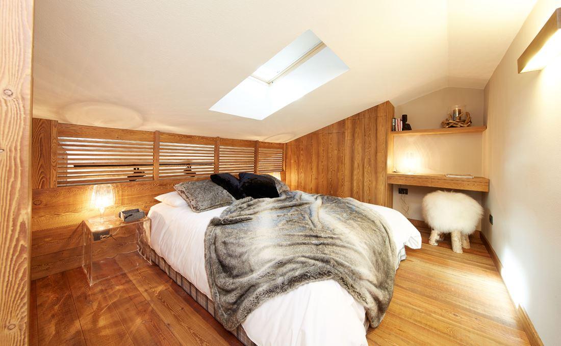 Un monolocale di montagna con camera da letto in mansarda - Mansarda.it