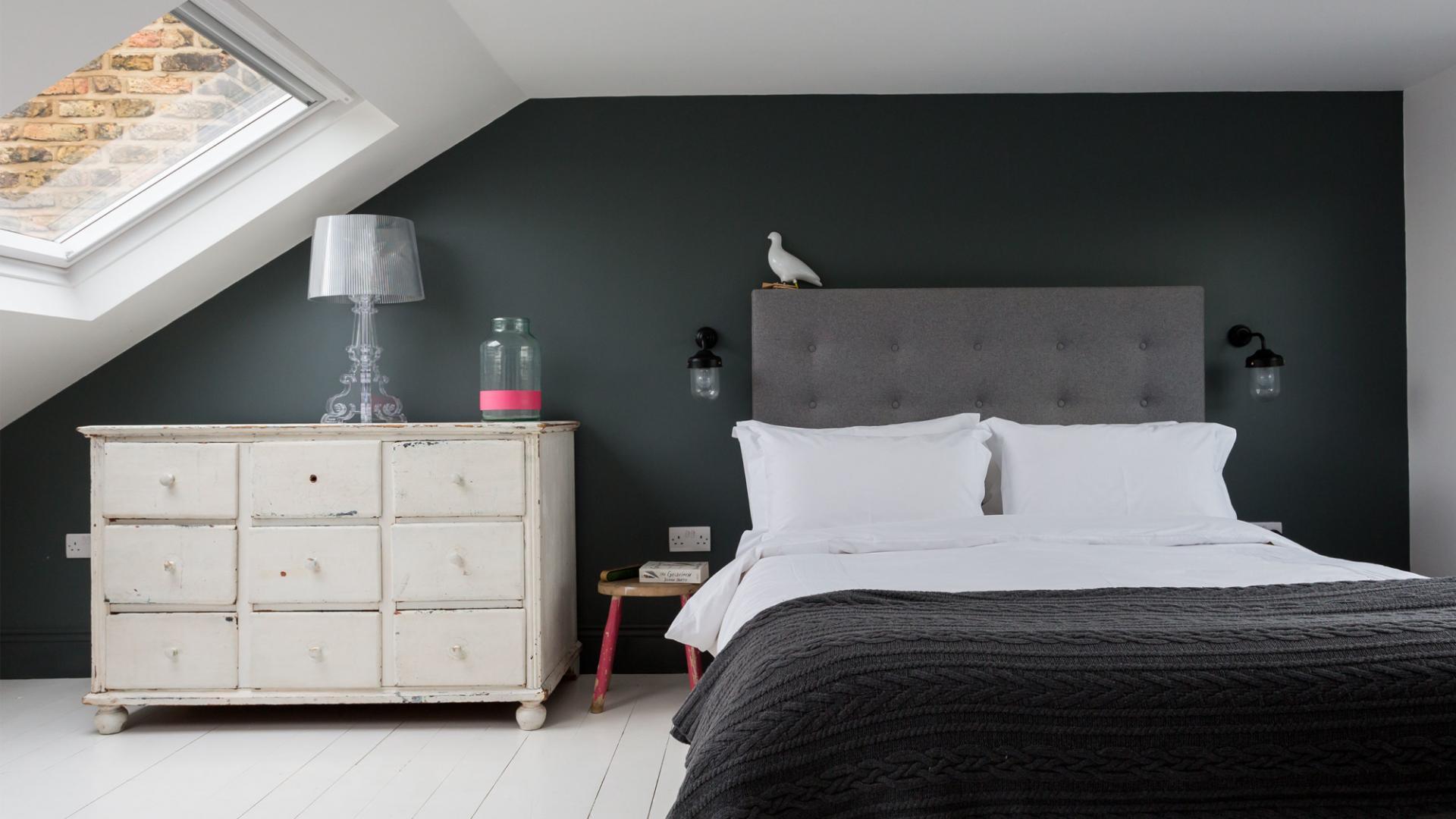 Idee per la camera da letto in mansarda - Idee per colorare camera da letto ...