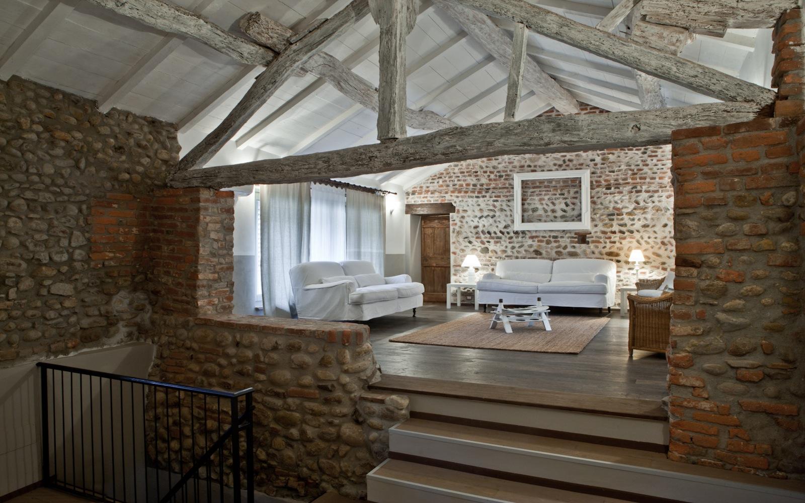 Salotto for Ristrutturare case antiche