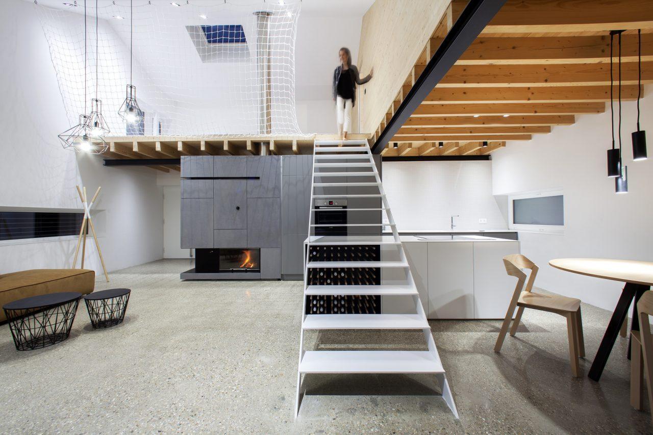 Una casa unifamiliare for Piani di casa con una vista verso la parte posteriore