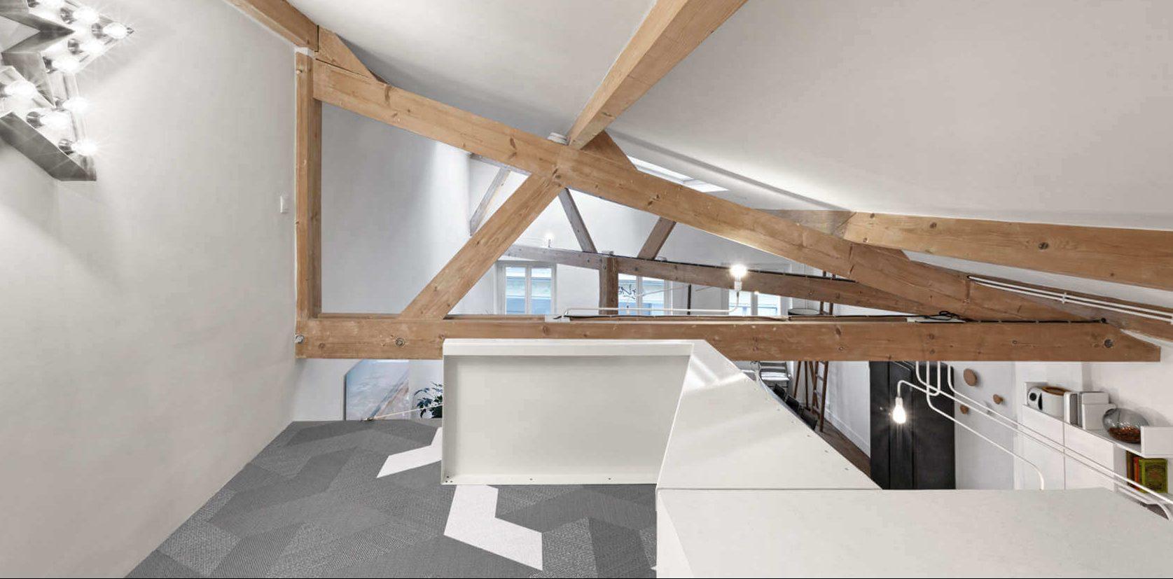 Una mansarda di stile a parigi for Progetti di case in stile loft