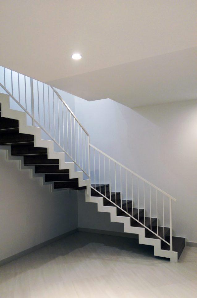 Luce zenitale per una casa su due livelli for Aggiunte a casa su due livelli