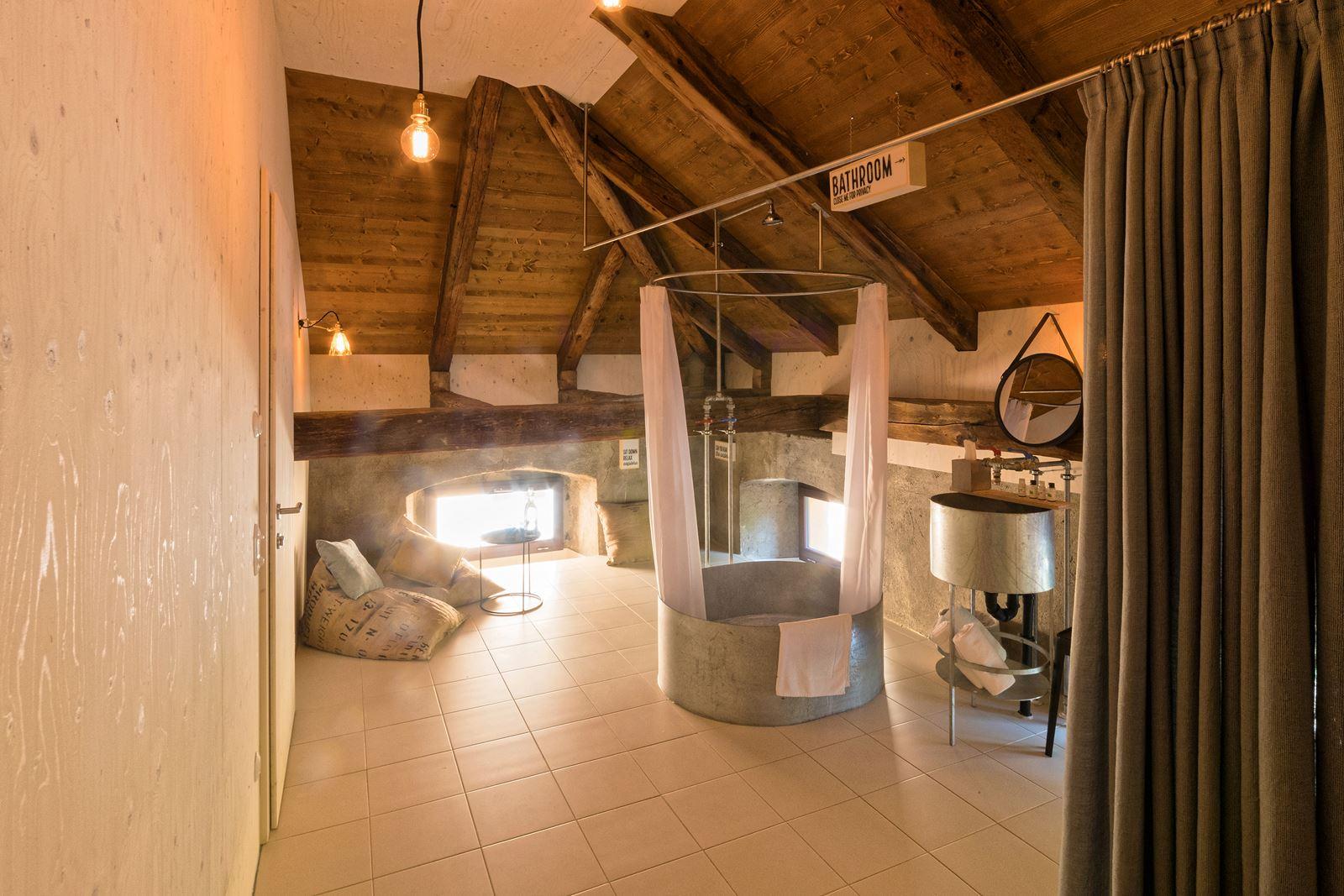 Stile rustico in mansarda for Rustico un telaio cabina