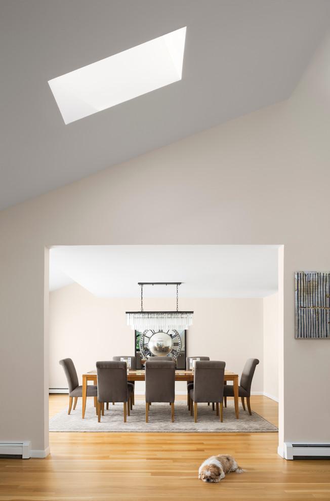 Una casa di famiglia con finestre per tetti for Piani di casa in stile ranch contemporaneo