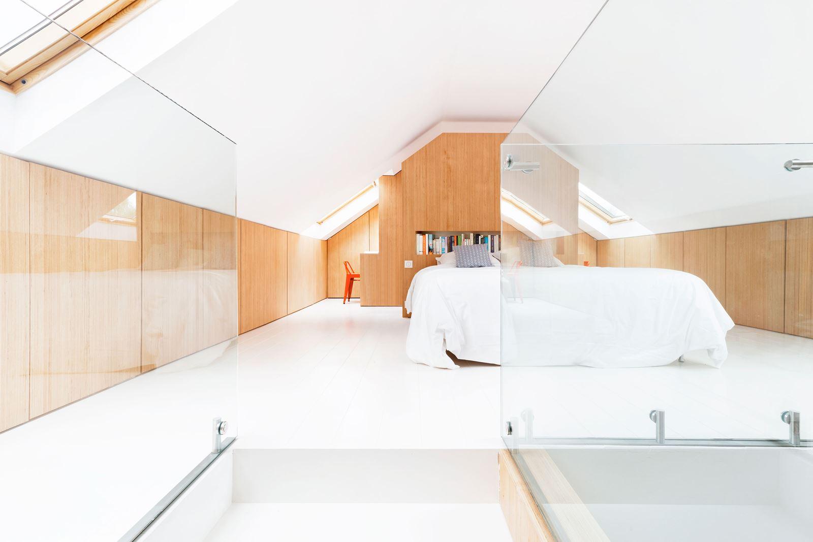 Attico con camera da letto in mansarda for Camera da letto in mansarda