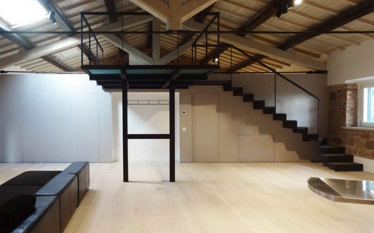 La ristrutturazione di una casa con soppalco - Soppalco in legno autoportante ...