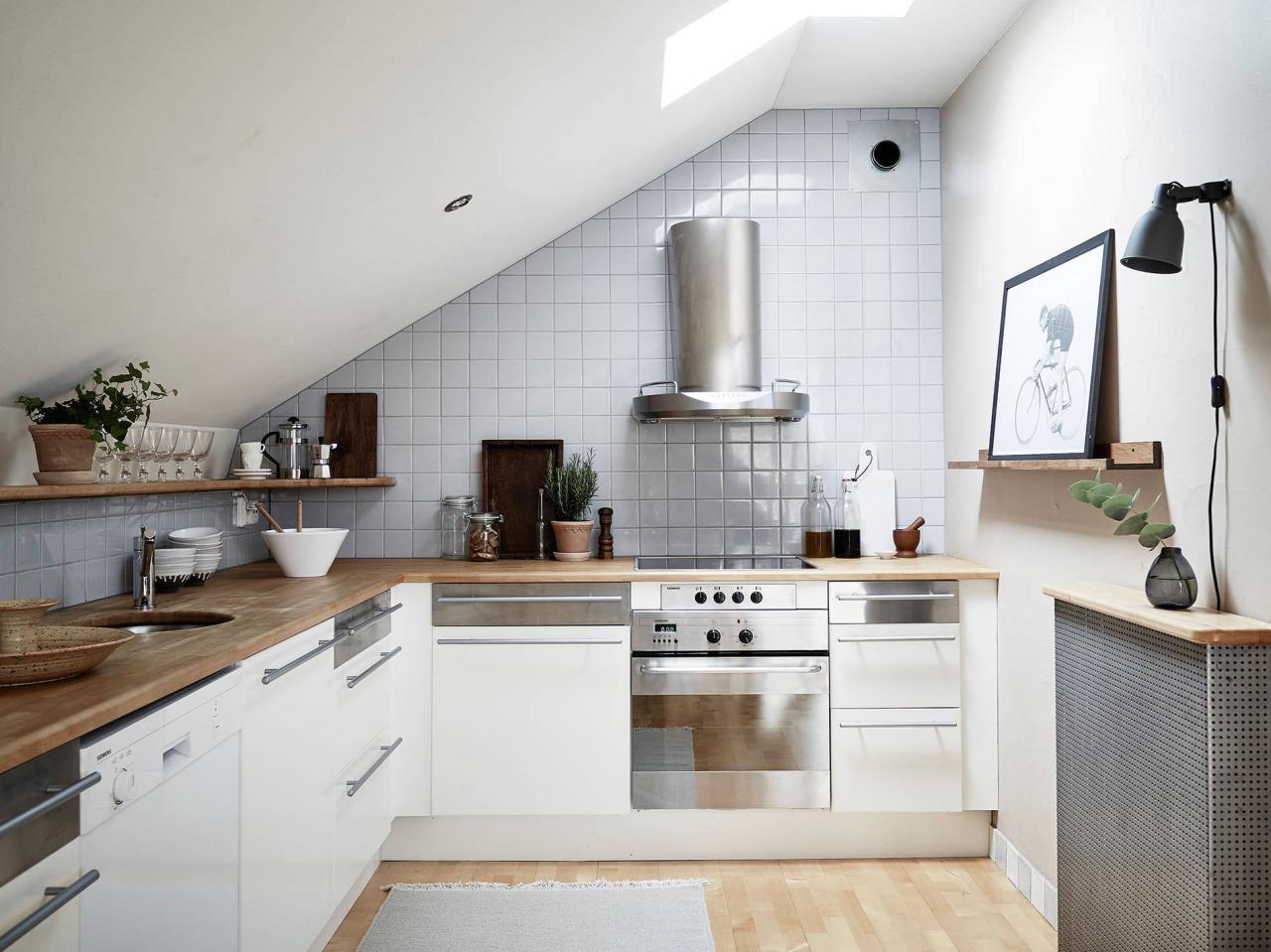 Come rinnovare una vecchia cucina - Cucine in mansarda ...