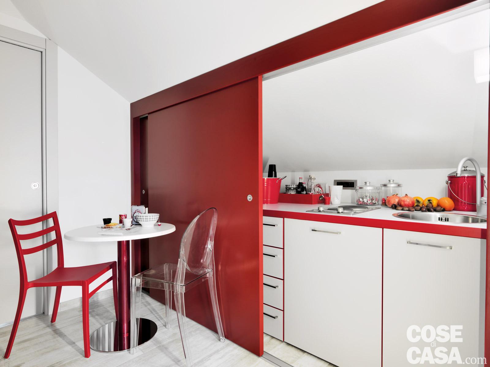 Idee per dividere gli spazi di una mansarda - Cucine per mansarde basse ...