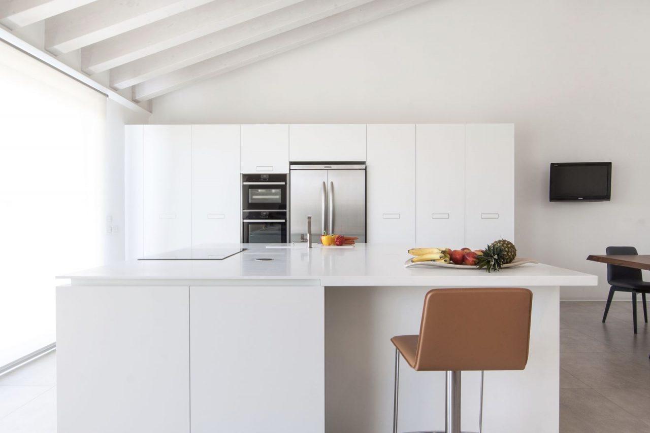 Open space e soppalco - Cucina con soppalco ...
