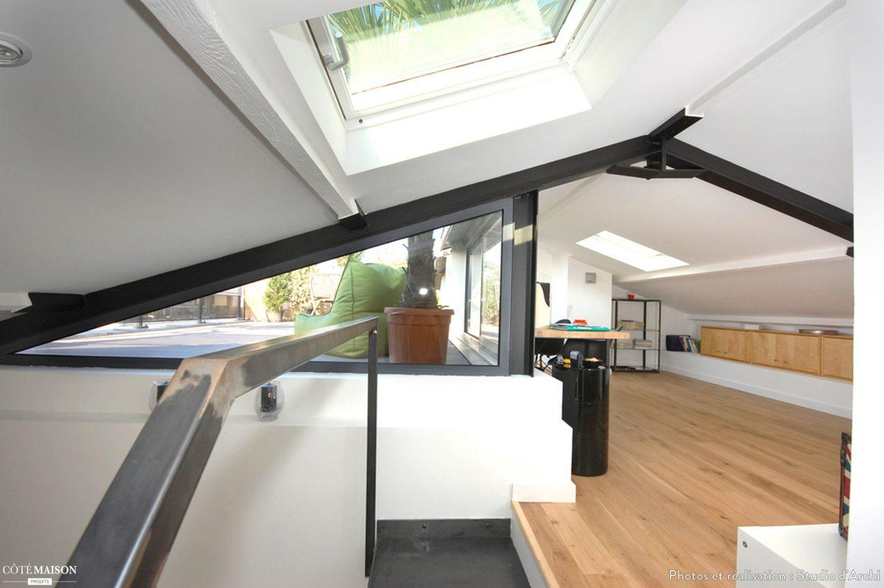 Una mansarda con terrazza for Meuble sous toit