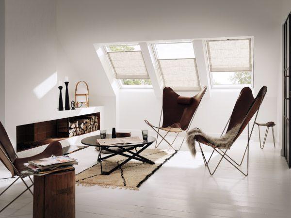 Le tende alle finestre possono essere posizionate in modo da filtrare la luce