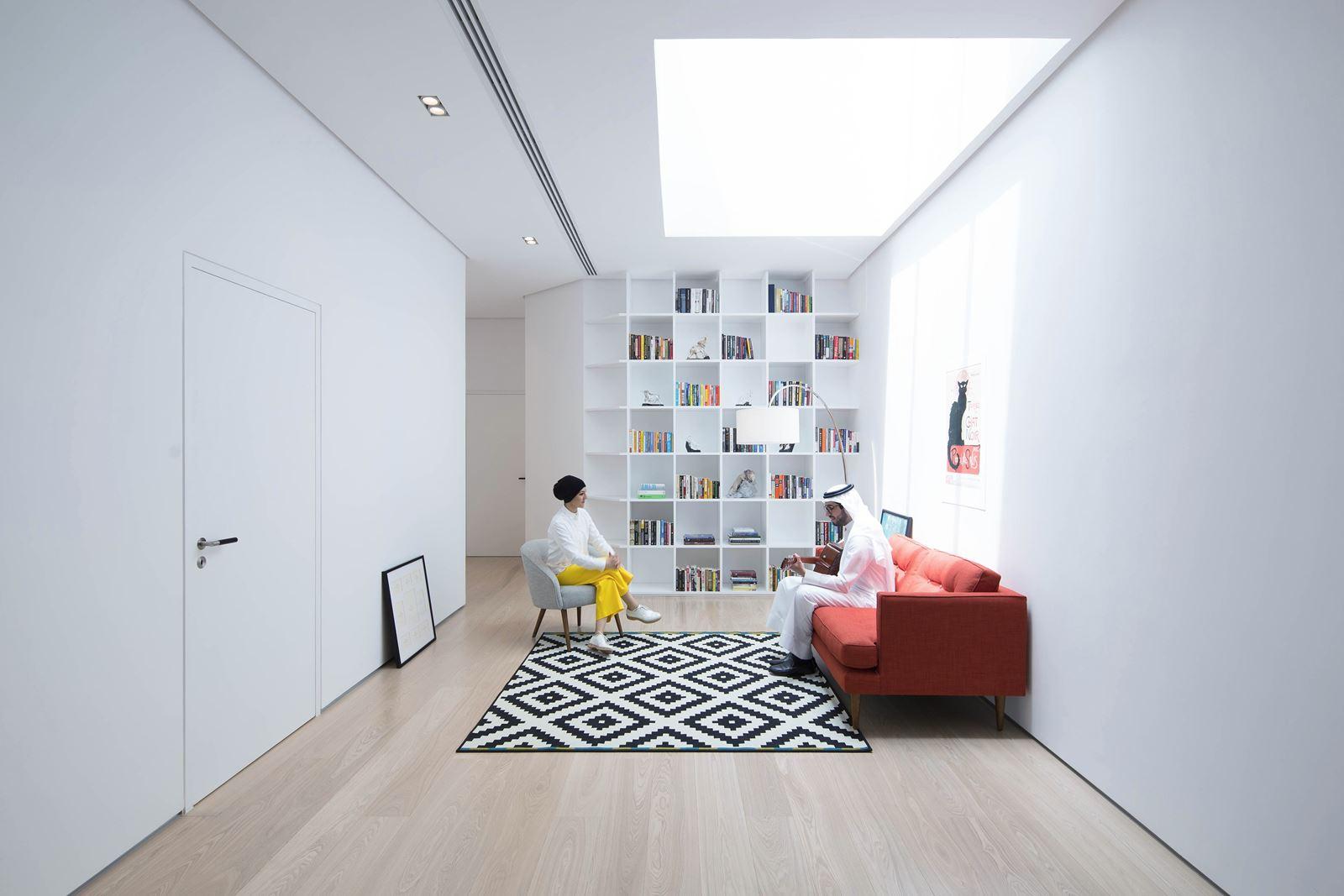 Una casa elegante e lineare con finestre per tetti piani for Piani modulari per casa artigiani