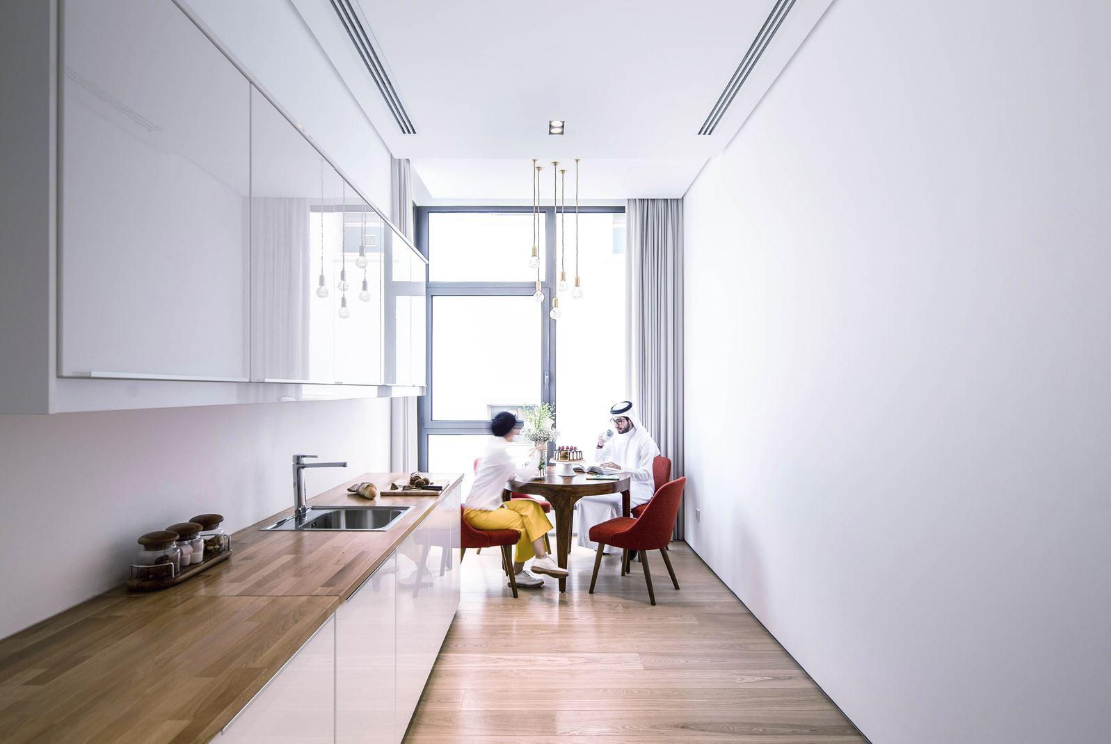 Una casa elegante e lineare con finestre per tetti piani - La casa con le finestre che ridono ...
