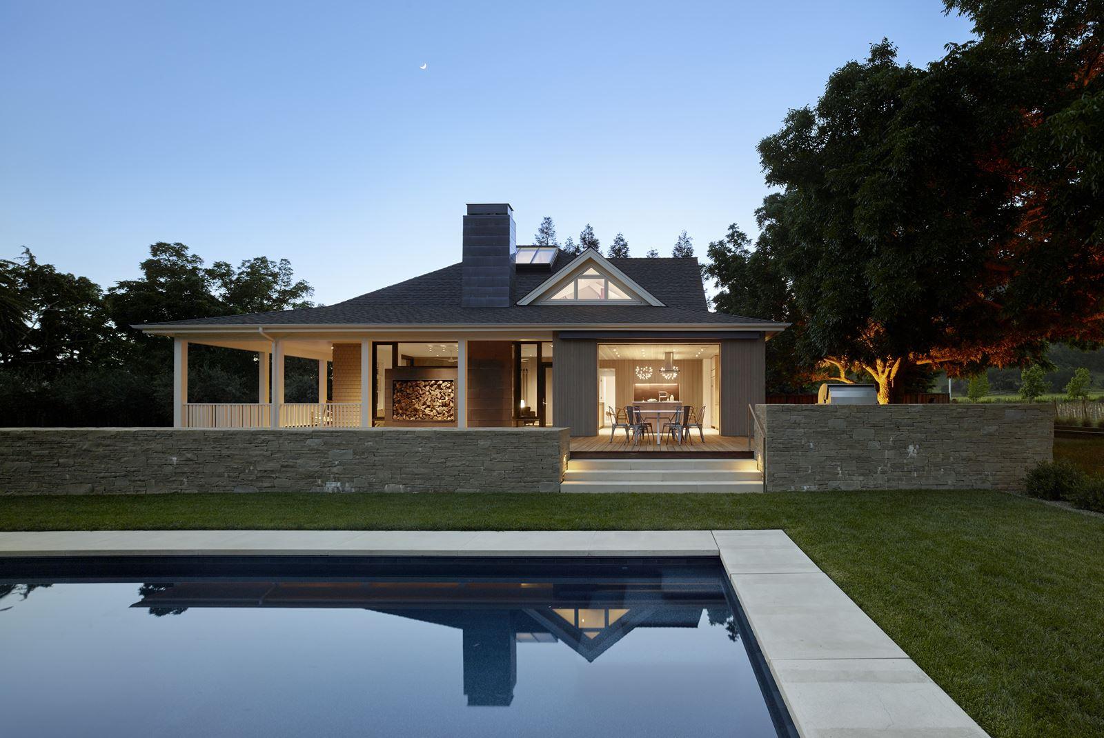 Una villa con mansarda luminosa e sostenibile for Fare una villa