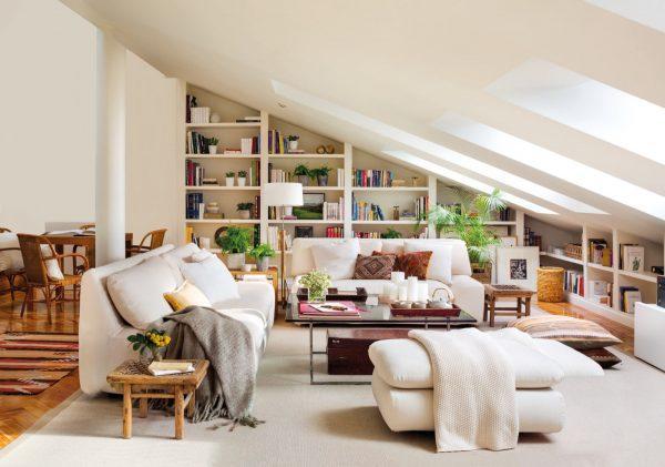 Una libreria che segue la linea del tetto