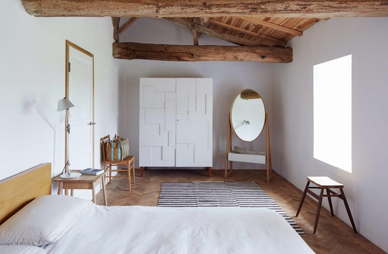 Camera arredata con un armadio molto particolare