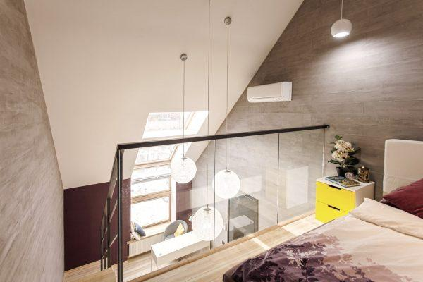Una delle camere da letto, con un soppalco
