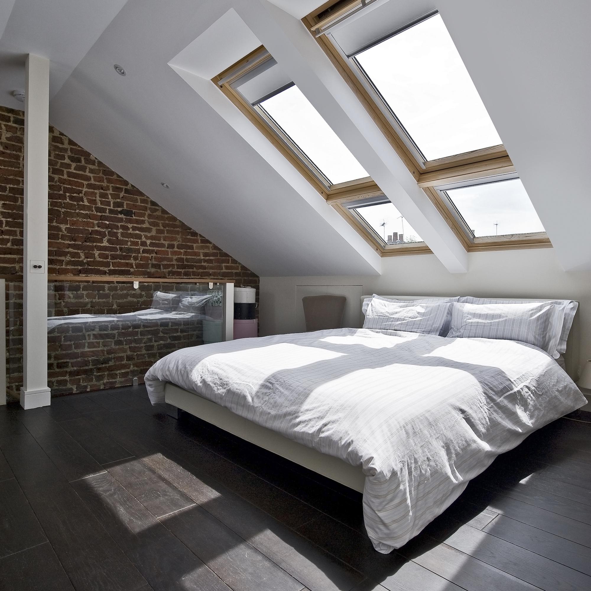 Come arredare camere da letto dal soffitto basso - Finestre sui tetti ...