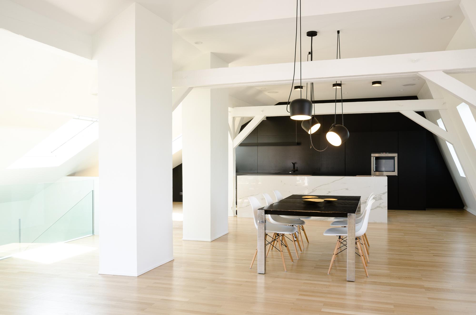sala da pranzo con cucina - Mansarda.it