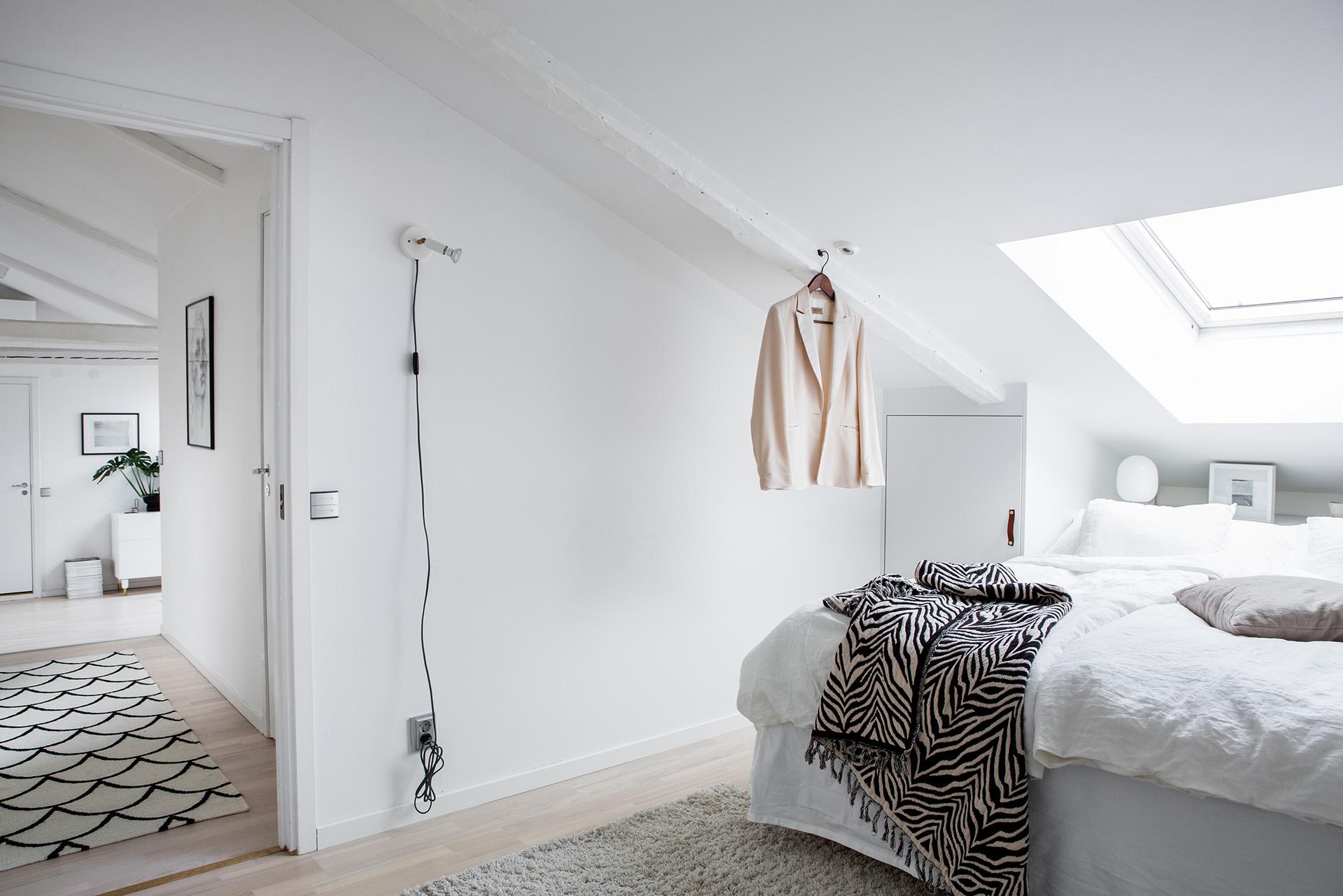 Come arredare camere da letto dal soffitto basso - Mansarda.it