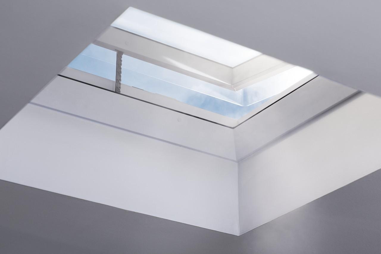 Da uno studio buio a una stanza piena di luce for Semplici piani di una stanza