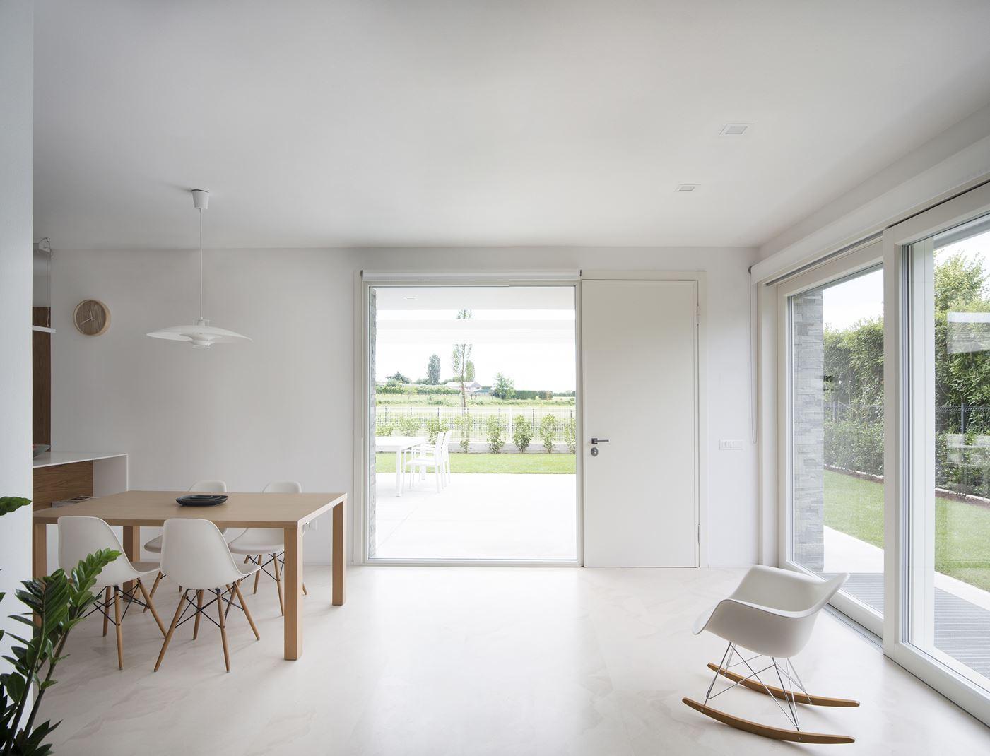 Una casa illuminata dalla luce naturale for Finestra mansarda