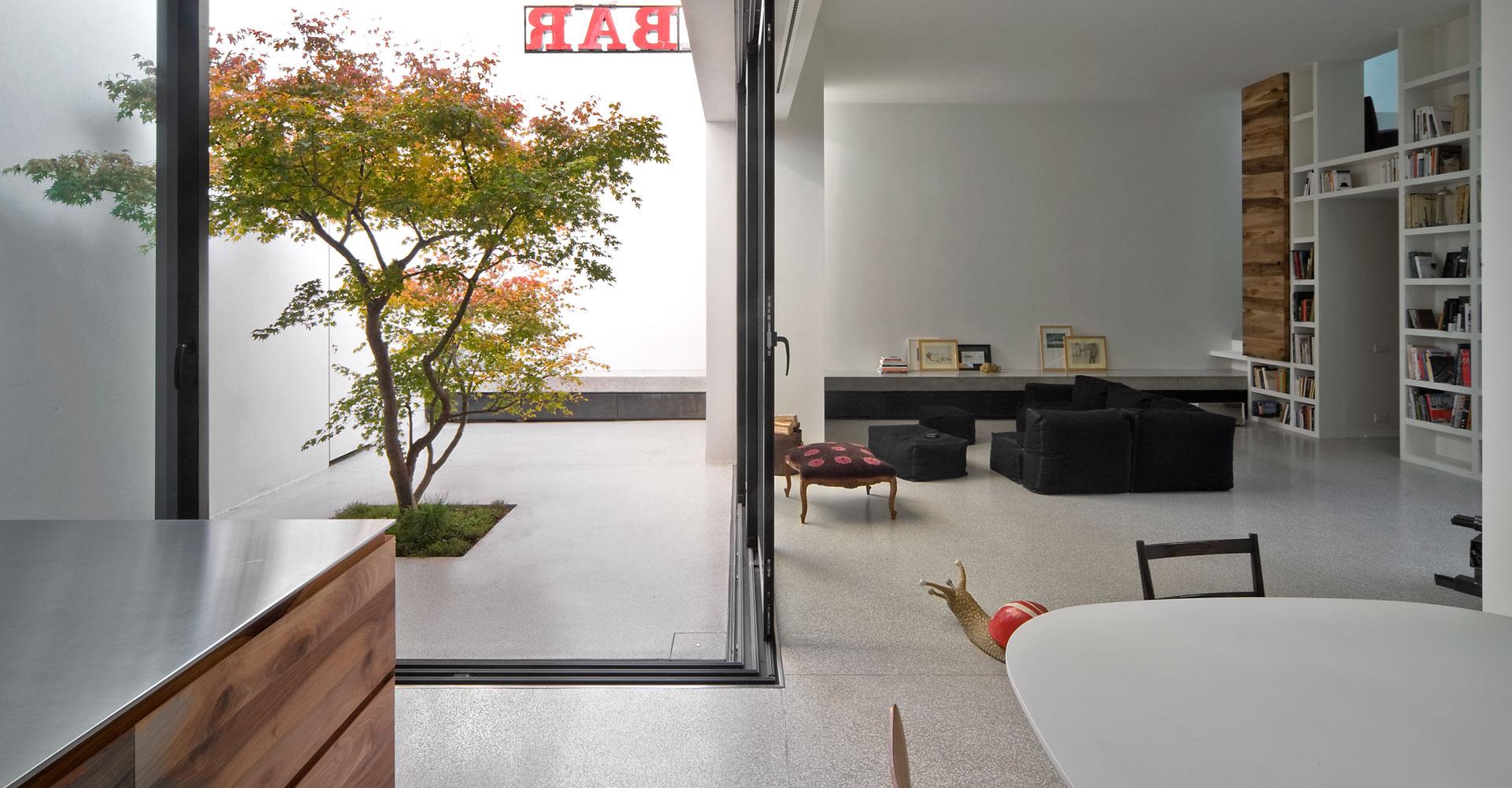 Da edificio artigianale a casa a contatto con il verde - Alberi da interno ...