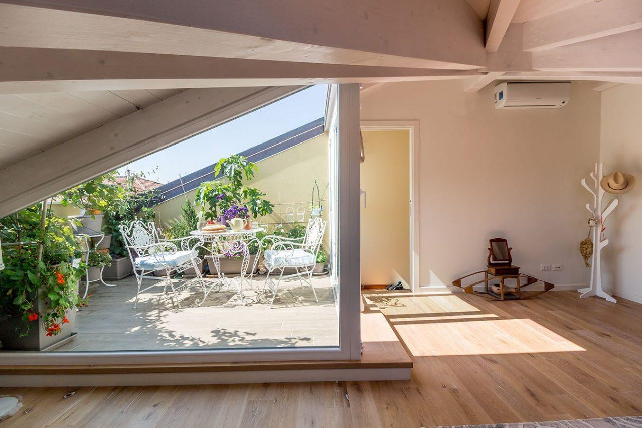 Una mansarda romantica a pesaro - Quanto costa un architetto per ristrutturare casa ...