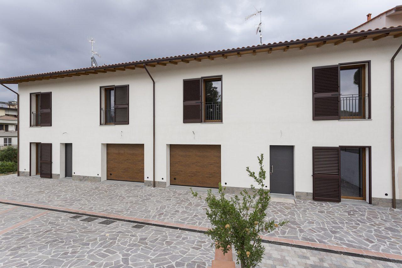 Una casa bifamiliare in paglia - Costruire una casa in paglia ...