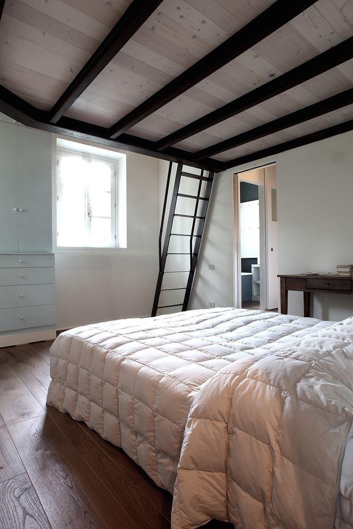 Da fienile a mansarda per gli ospiti for Tre piani di casa camera da letto ranch