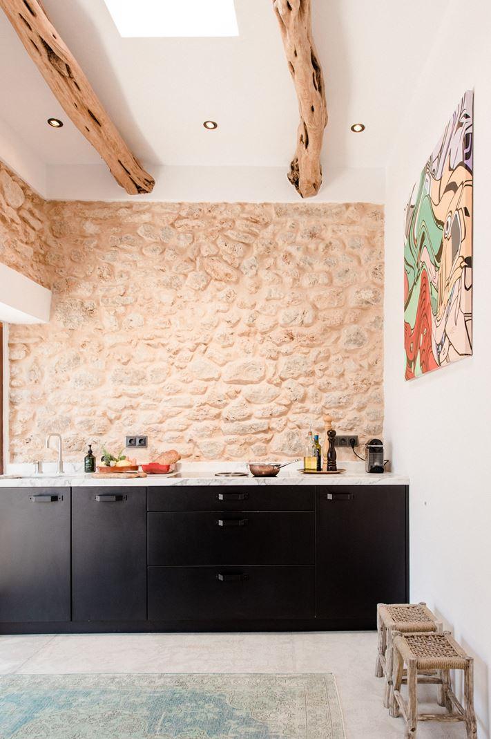 Una casa rustica con tetto piano for Piani di una casa piani con suite di legge