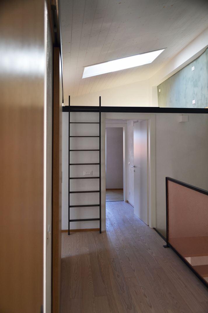 La ristrutturazione di una casa con soppalco for Registrare i piani di casa con soppalco