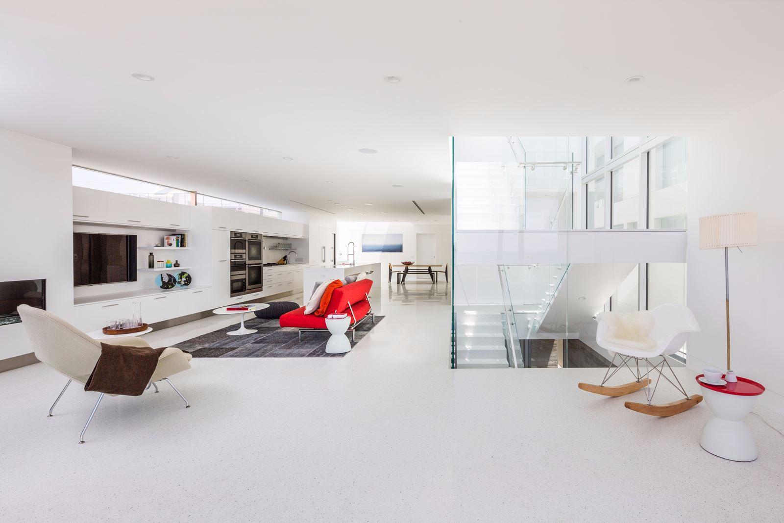 Bagno Aperto In Camera : Una casa moderna e luminosa con tetto piano mansarda