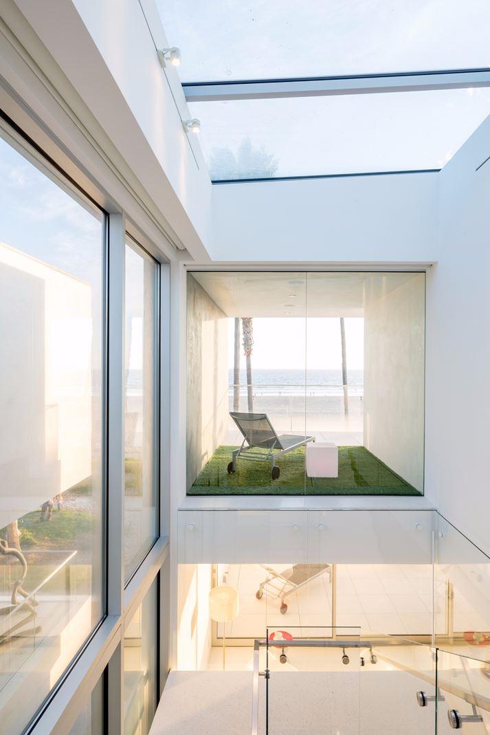 Una casa moderna e luminosa con tetto piano for Casa moderna 1 piano