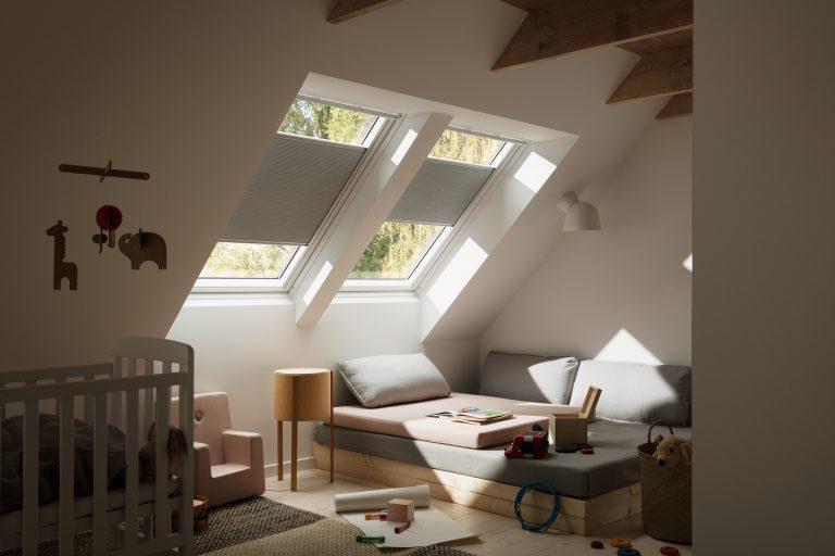 La tenda oscurante plissettata velux for Oscuranti per finestre velux