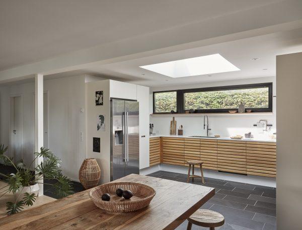 Cucina con finestra per tetti piani