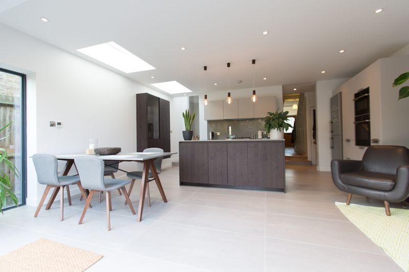 Un 39 estensione del living illuminata da finestre per tetti - Finestre per tetti ...