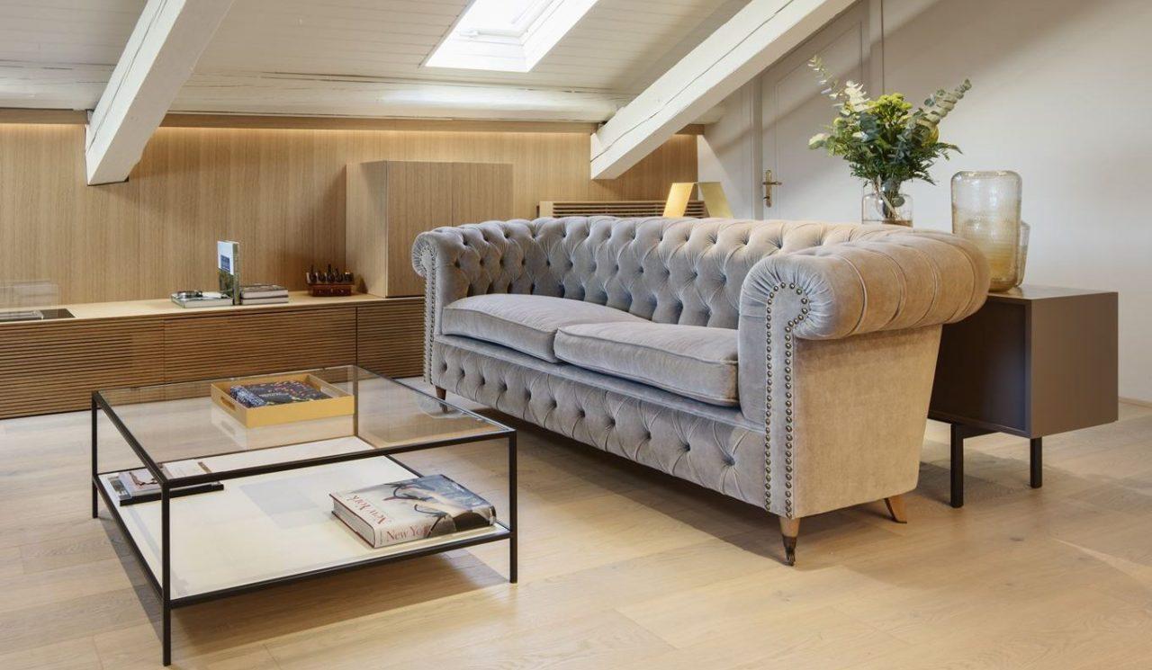 divano in mansarda