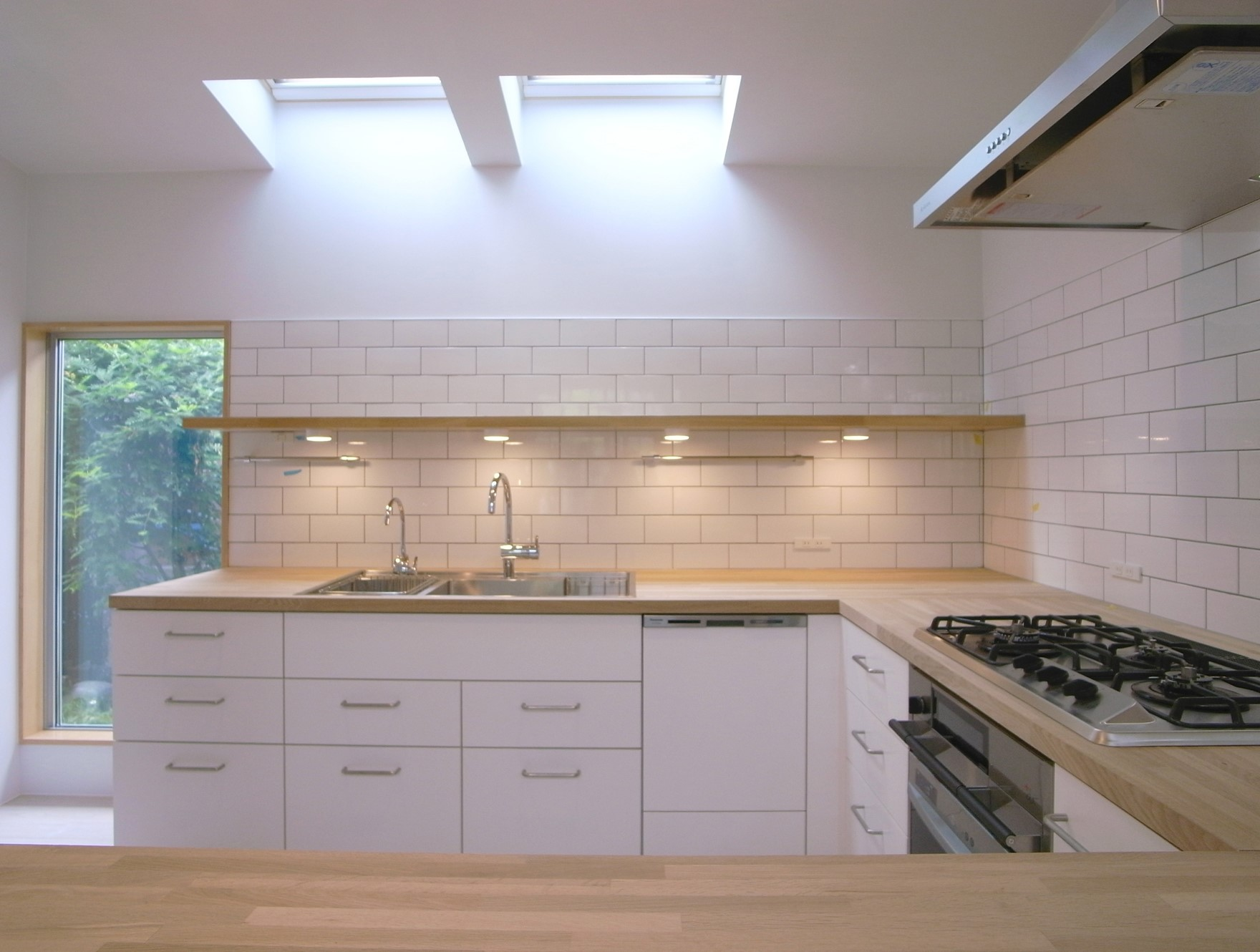 Illuminare le stanze buie di casa - Meglio luce calda o fredda in cucina ...