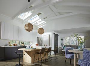 cucina luminosa con finestre per tetti