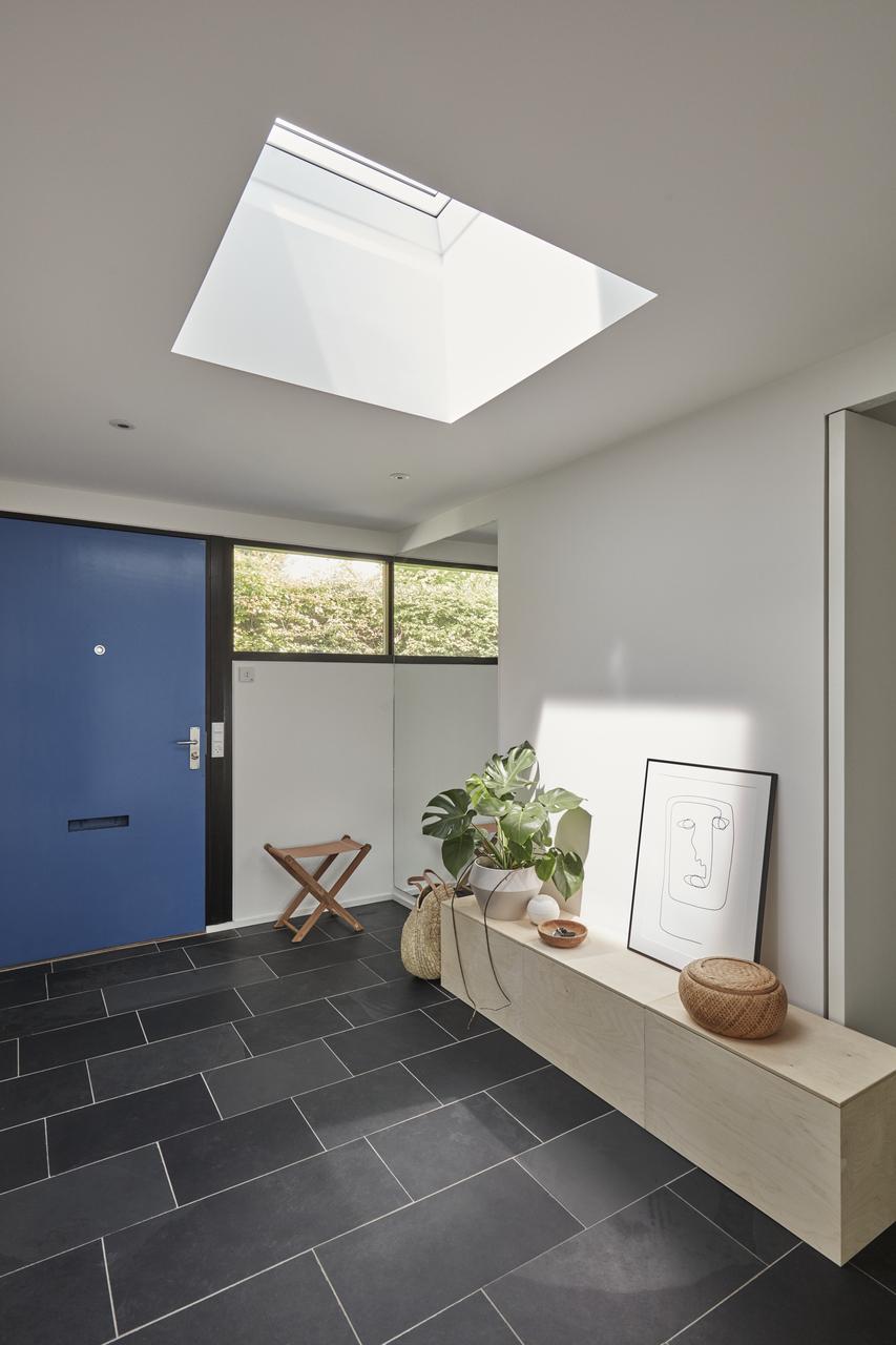 Ingresso illuminato da finestra per tetti