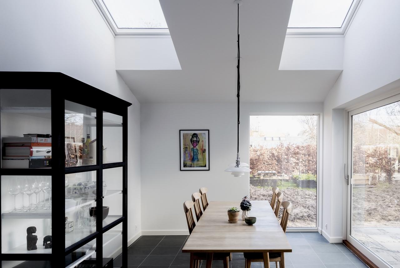 Sala da pranzo con luce dall'alto
