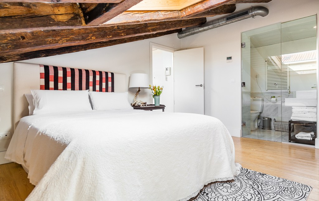 Trucchi indispensabili per i soffitti bassi mansarda