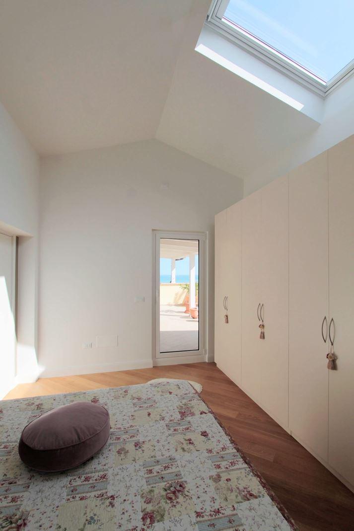 Foto mansarde idee e ispirazioni for 5 piani di camera da letto 4 bagni
