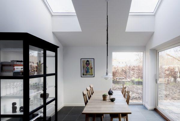 Sala da pranzo con finestre