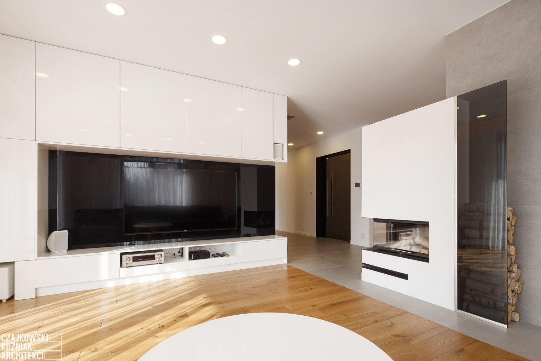Salone Mansarda Con Rete E Camino : Un appartamento a due piani con zona relax in mansarda