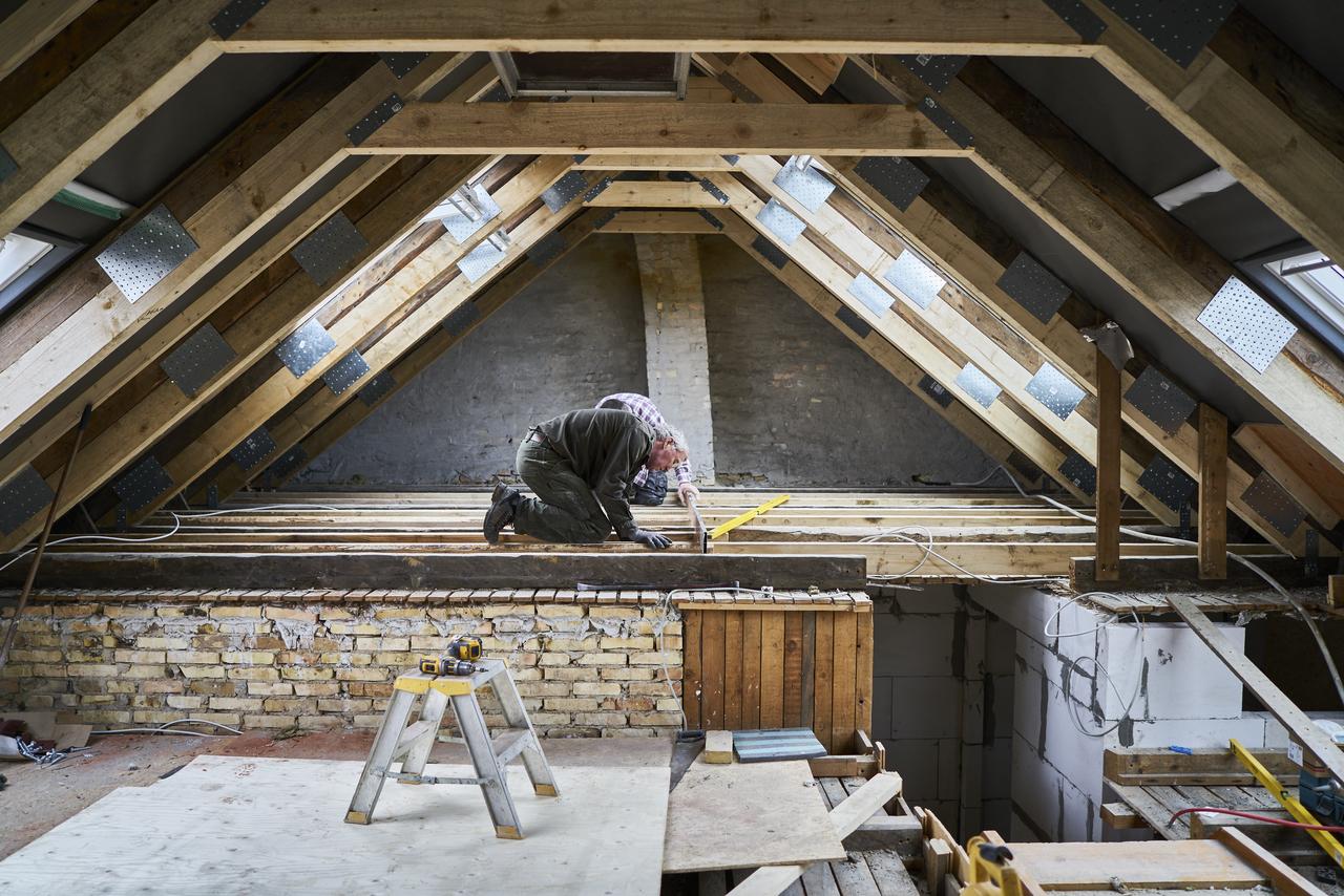 Tutti i costi per ristrutturare una mansarda for Costi dell appaltatore per la costruzione di una casa
