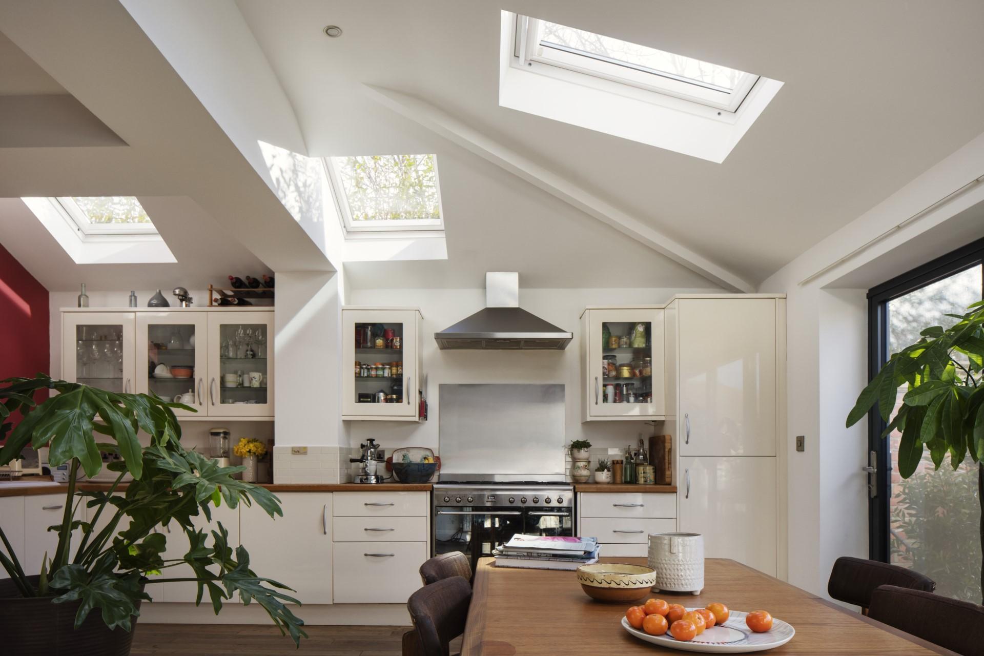 cucina con finestre - Mansarda.it