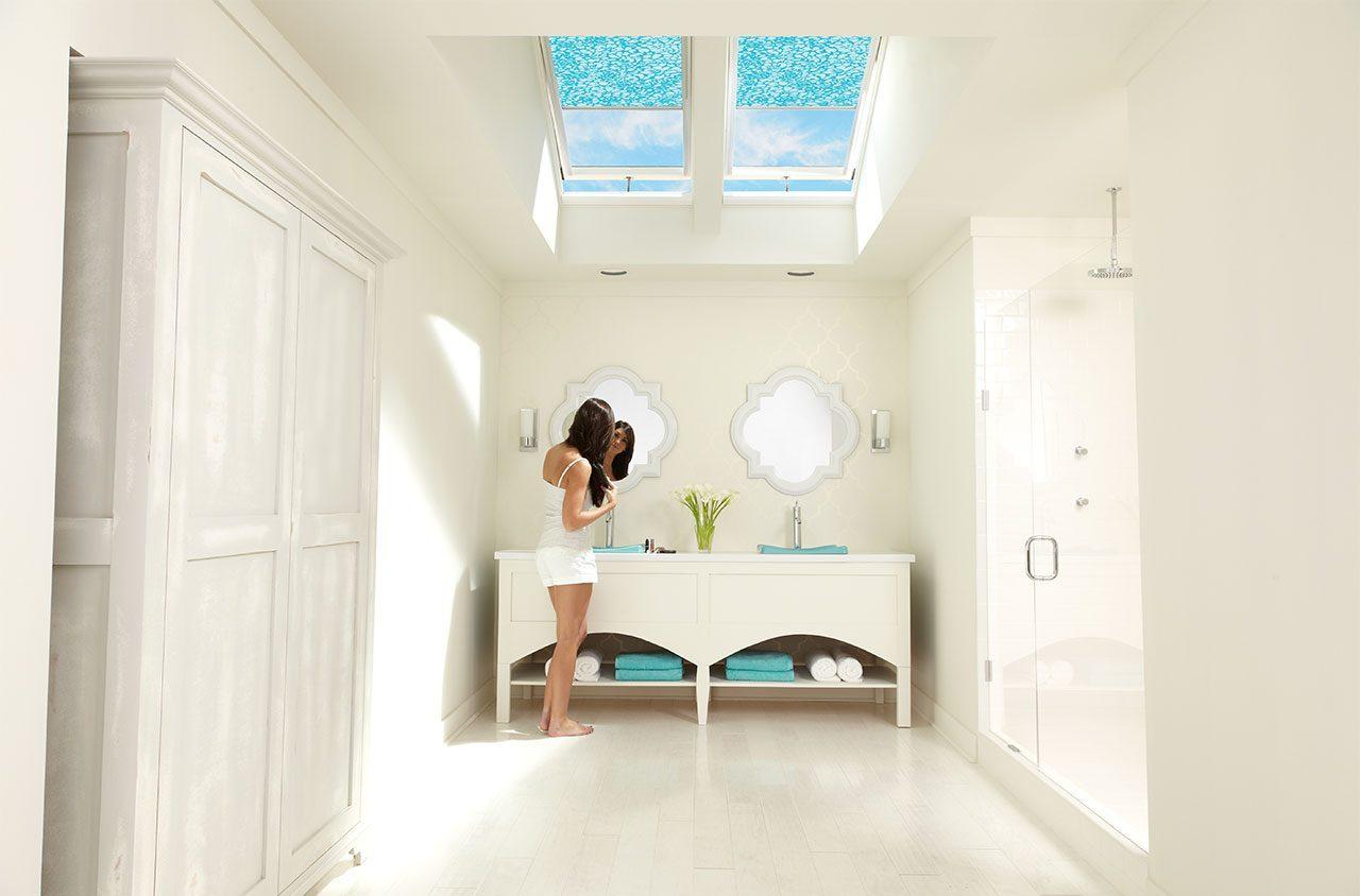 Un bagno illuminato dalla luce naturale