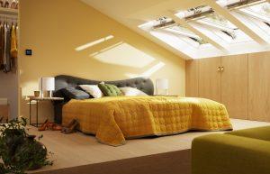 camera da letto con finestre per tetti